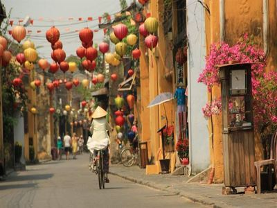 Browse Hoi An