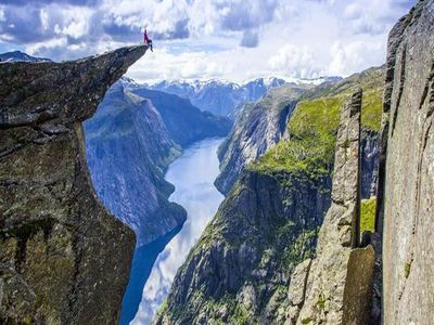 Trek To Trolltunga